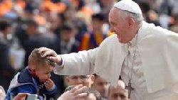 وما زالت فضائح الفاتيكان مستمرة Pope.Francis-thumb2.