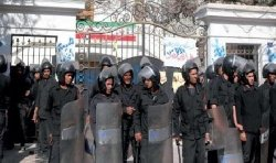 دعوى لإغلاق السفارة الإيرانية وطرد 11_219-thumb2.jpg