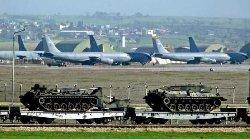 طواقم عسكرية سعودية وإماراتية قاعدة 12_78-thumb2.jpg