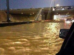 تعطل الدراسة في مدينة الرياض وسيول تغرقها
