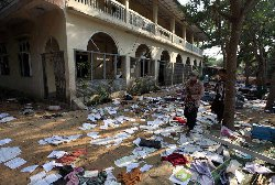 العبث بمحتويات مسجد ومدرسة اسلامية في ميانمار