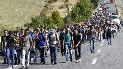 """المجر تكافئ الصحفية """"راكلة اللاجئين"""" 44_256-thumb2.jpg"""