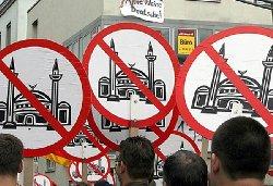انتشار منشورات معادية للإسلام العاصمة 4_22-thumb2.jpg