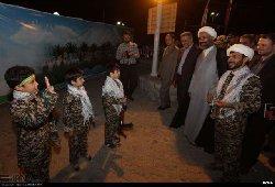 إيران تدرب الأطفال للقتال مظلة 6000_7-thumb2.jpg