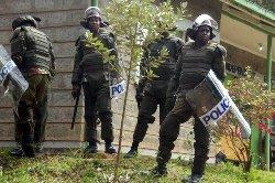 شرطي كيني يقتل زملائه البلاد 6666_13-thumb2.jpg