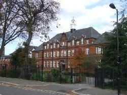 مدرسة بريطانية تدعو طلابها لعدم 677_22-thumb2.jpg