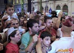 مجرية تركل لاجئين سوريين بقسوة 999_4-thumb2.jpg