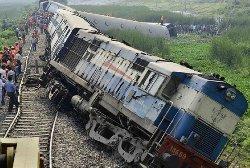 حادث قطار مروع بتونس 99_26-thumb2.jpg
