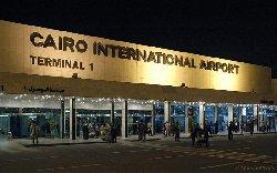 تطرد دبلوماسيات قطريات وصولهن مطار CAiro-thumb2.jpg