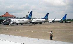فقدان الاتصال بطائرة ركاب إندونيسية Garuda_Old_and_New_Livery-thumb2.jpg