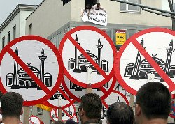 بالحقائق والوقائع...أوروبا عنصرية اكتظت بمنظمات _25064_islamg-thumb2.jpg