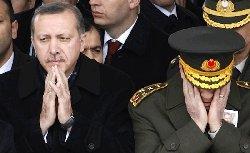 للعام التالي.. إرهاصات الانقلاب تركيا coupturkey-thumb2.jpg
