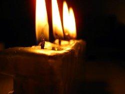 الشموع تحترق ..إلا الإيمان