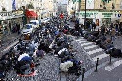 تجريم العدوان على المسلمين بفرنسا وأي هجوم عليهم يُعد هجوماً على فرنسا بأكملها
