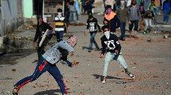 الشرطة الهندية تفتح النار محتجين kashmir_0-thumb2.jpg