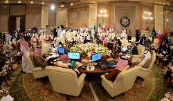 قادة الخليج يولون اهتماماً بالغاً qimma-thumb2.jpg