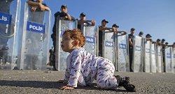 رئيس وزراء بافاريا يتهم اللاجئين refgerman-thumb2.jpg