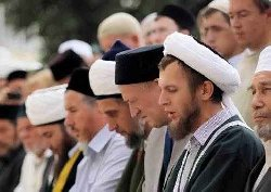 """إسلامية"" تحارب الإسلام version4_Tatar Muslim faithful - Blog January 13, 2014_2-thumb2.jpg"