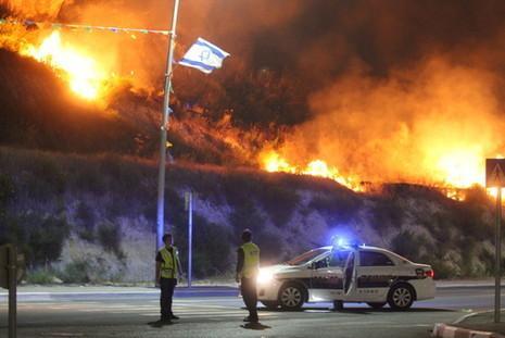 الحرائق تندلع مجددًا الأراضي المحتلة ISRAELHARR.jpg?itok=V6lTaybs